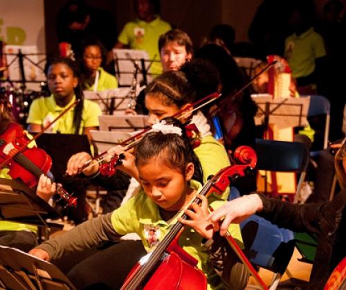 Music Fund herstelt en doneert muziekinstrumenten