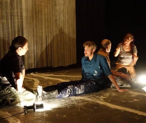Kukunor. Een theaterstuk over conflict en oorlog. In gesproken en gebarentaal.