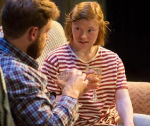 Britse actrice met beperking krijgt 'gewone' theaterrol.