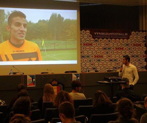'Iedereen op het veld' Integratie van vluchtelingen & asielzoekers via voetbal. Goede praktijken uit het werkveld