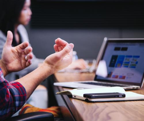 Meer vergaderen leidt tot meer vertrouwen in lokale netwerken vrijetijdsparticipatie