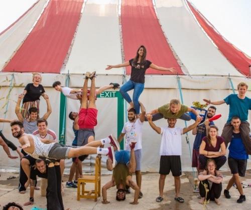 Uit de tent - Toolkit over uitwisseling tussen Circus Zonder Handen en Palestijnse Circusschool