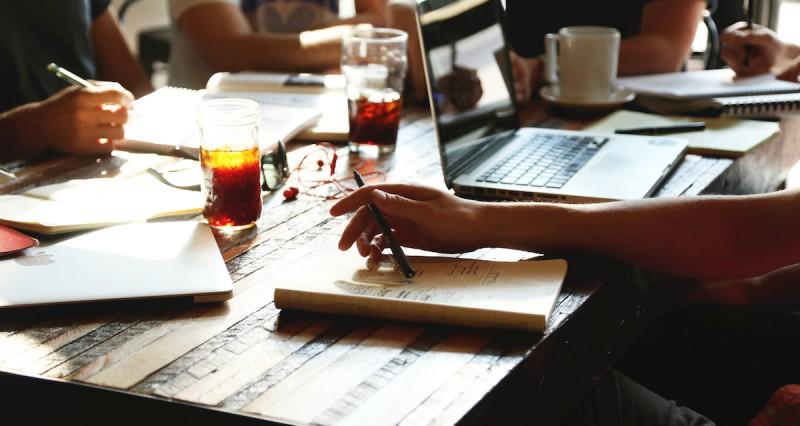 ارتباط نوشیدن قهوه و کار تیمی بهتر